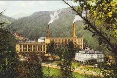 Areál komplexu textilní továrny Marbach & Riecken po r. 1906 od jihozápadní strany. Patrné změny v architektuře přádelny I. realizované Františkem Nuskou, neboť původní čtyřposchoďová stavba z r. 1828 vyhořela do základů v r. 1905